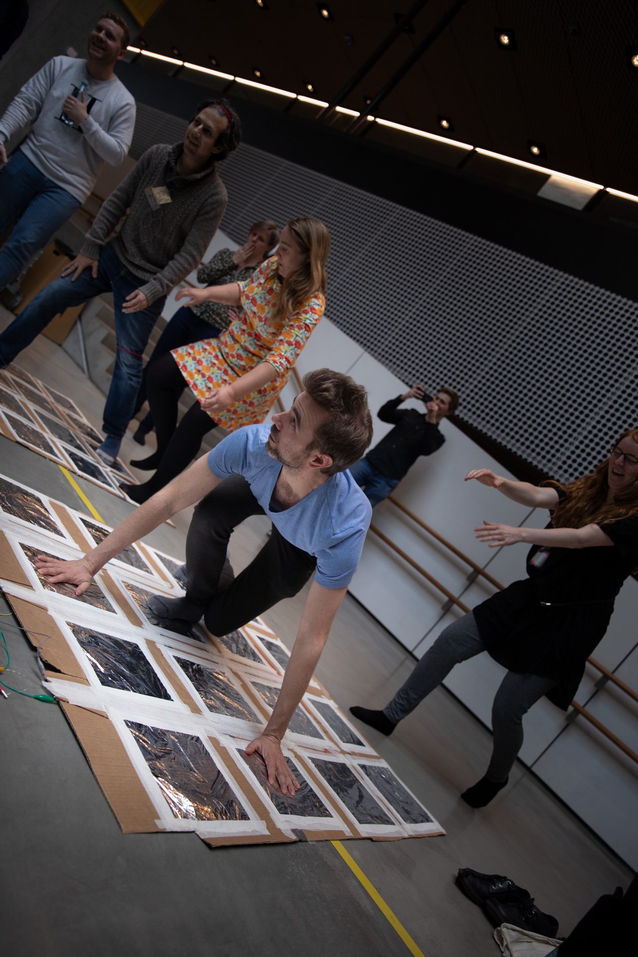 Picture of people playing the games at Dokk1 in Aarhus